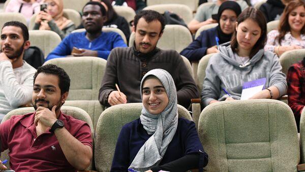 Иностранные студенты во время лекции на кафедре паталогической анатомии имени академика А.И. Струкова - Sputnik Латвия
