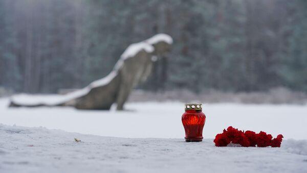 Мероприятие Минута Памяти в мемориальном комплексе в Саласпилсе - Sputnik Latvija