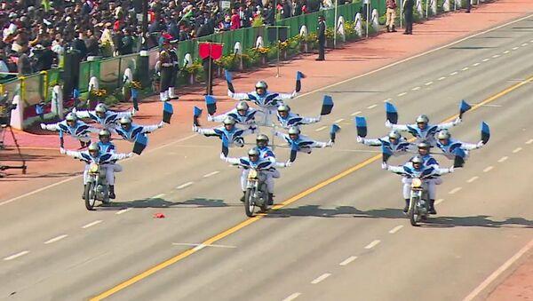 Выступление индийских военных мотоциклистов - видео - Sputnik Латвия