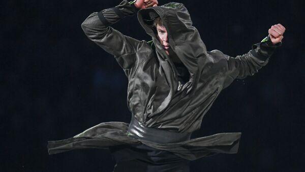 Латвиец Денис Васильев (11-е место) во время показательных выступлений на чемпионате Европы по фигурному катанию в Минске - Sputnik Латвия