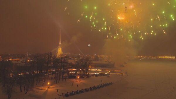 Артиллерийский салют в честь 75-летия снятия блокады Ленинграда - Sputnik Латвия
