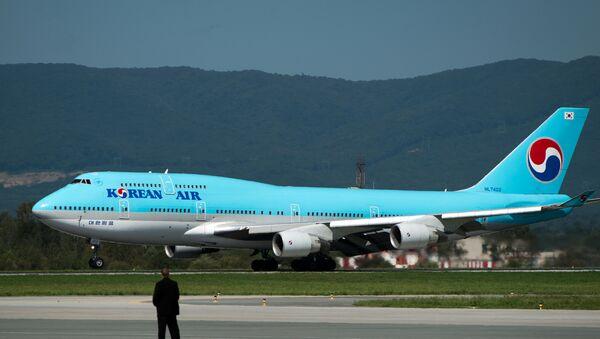 Самолет национальной авиакомпании Южной Кореи Korean Air, архивное фото - Sputnik Латвия