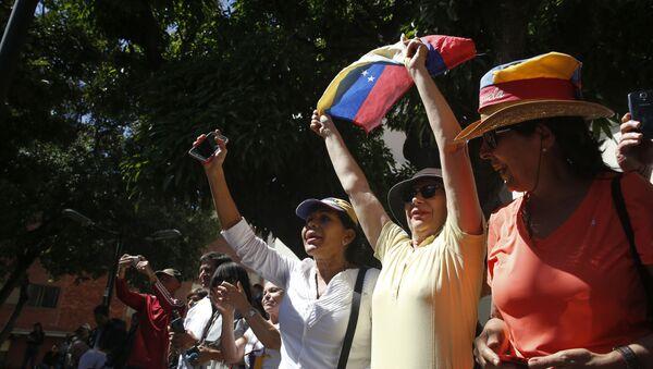 Лидер оппозиции Венесуэлы Хуан Гуаидо выступил на митинге в Каракасе  - Sputnik Latvija