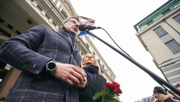 Мэр Риги Нил Ушаков выступает на митинге на Ратушной площади - Sputnik Латвия