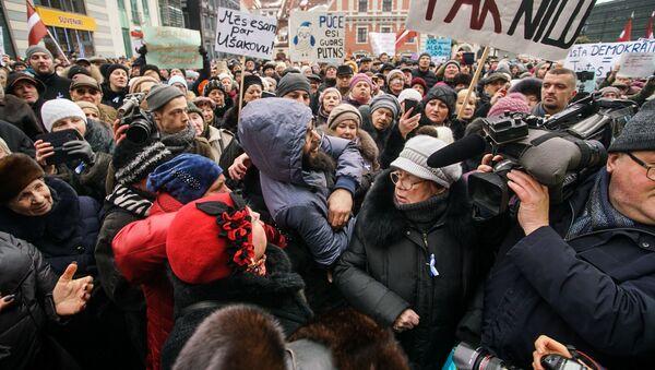 Митинг в поддержку мэра Риги Нила Ушакова, организованный партией Согласие - Sputnik Латвия