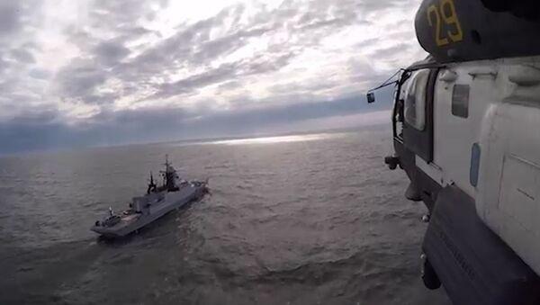 Посадки вертолетов Ка-27 на палубы кораблей Балтийского флота - Sputnik Latvija