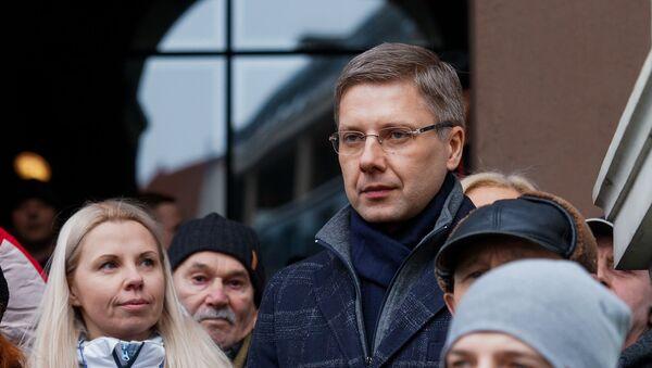 Мэр Риги Нил Ушаков во время митинга на Ратушной площади - Sputnik Latvija