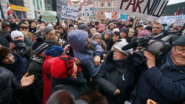 Митинг на Ратушной площади в поддержку мэра города Нила Ушакова - Sputnik Latvija