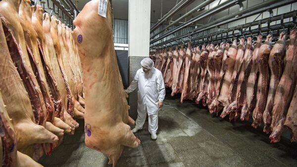 Участок охлаждения, заморозки и хранения мяса. - Sputnik Латвия