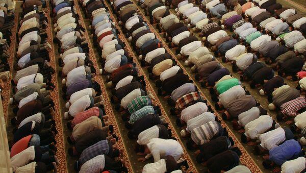 Мусульмане в мечети - Sputnik Latvija