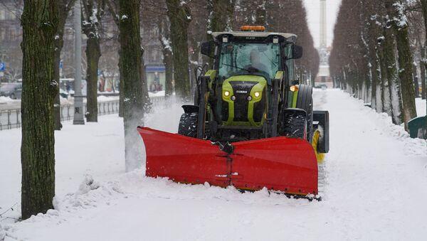 Уборка снега в Риге - Sputnik Латвия