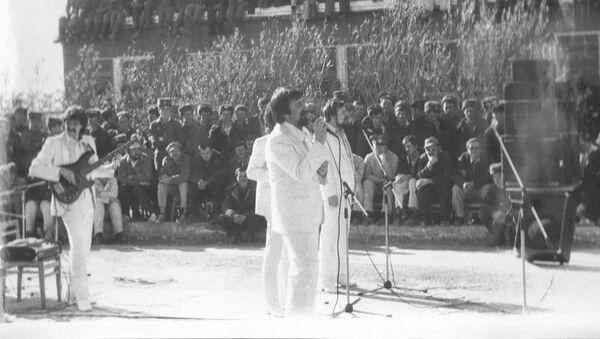 Сябры.  Концерт в Шинданде, провинция Герат, 1985 год - Sputnik Латвия