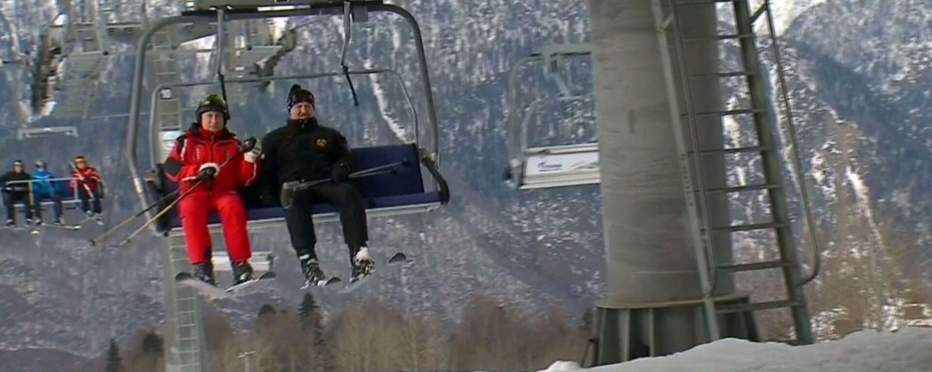 Путин и Лукашенко покатались на горных лыжах в Сочи - Sputnik Latvija, 1920, 15.02.2019