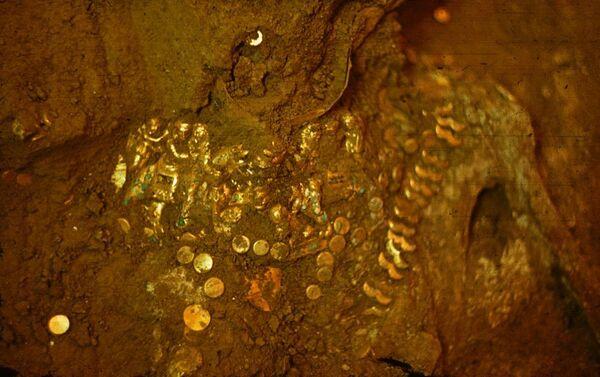 Предметы, найденные при раскопках на холме Тилля-тепе - Sputnik Латвия