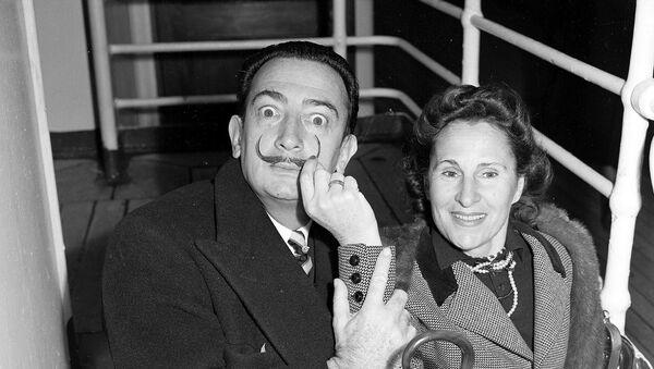 Сальвадор Дали со своей супругой Галой  - Sputnik Латвия