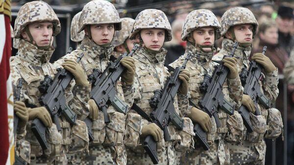Военные на параде - Sputnik Латвия