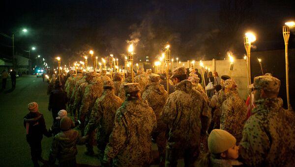 Факельное шествие в Лиепая в День Лачплесиса - Sputnik Латвия