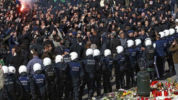 Полиция и манифестанты в Брюсселе. 27 марта 2016 - Sputnik Latvija