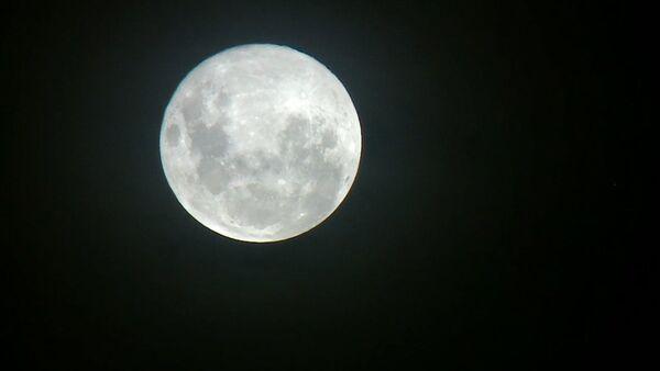 Большая снежная луна, или Главное суперлуние года - Sputnik Латвия