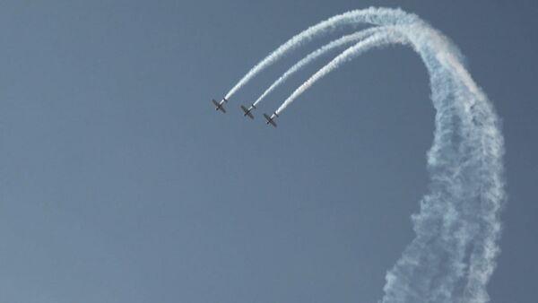 Воздушный парад в честь открытия Aero India сняли на видео - Sputnik Латвия