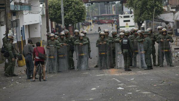 Военнослужащие армии Венесуэлы на улице в Урене, Венесуэла - Sputnik Latvija