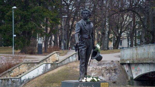 Памятник Александру Пушкину в Риге - Sputnik Latvija