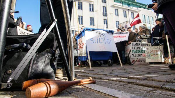 На Ратушной площади прошел пикет за роспуск Рижской думы - Sputnik Латвия