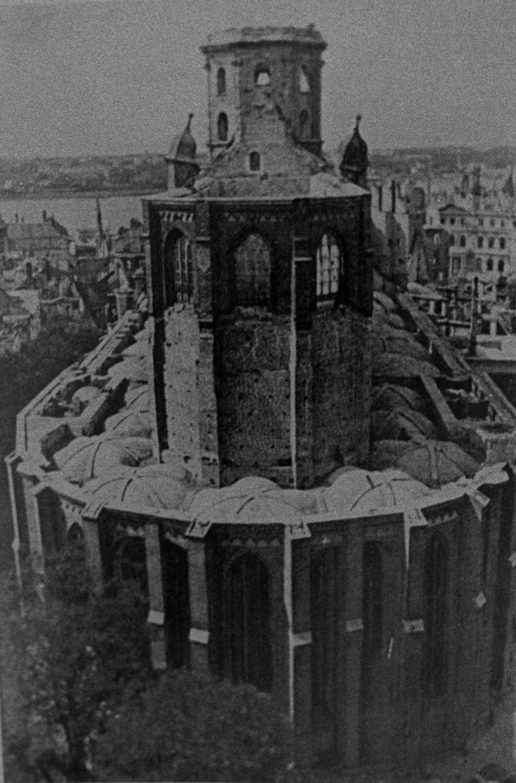 Церковь Святого Петра в Риге после артобстрела и пожара, июнь 1941 года - Sputnik Латвия, 1920, 21.06.2021