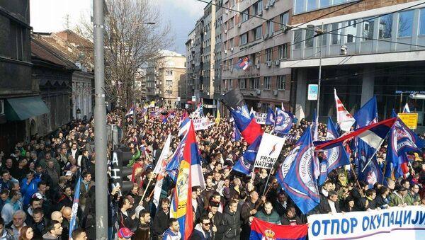 Serbijā plaša protesta akcija pret NATO - Sputnik Latvija