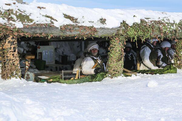 Наблюдательный пункт на практических занятиях для офицерского состава сухопутных и береговых войск Северного флота РФ на полигоне Шары в Мурманской области - Sputnik Латвия