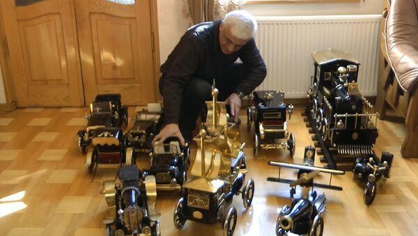 Коллекционные автомобили из швейных машинок - видео - Sputnik Latvija