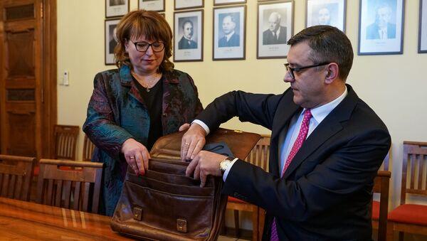 Министр финансов Янис Рейрс подал бюджет на 2019 год в Сейм - Sputnik Латвия