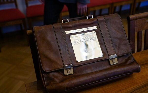 Портфель с бюджетом Латвии - Sputnik Латвия