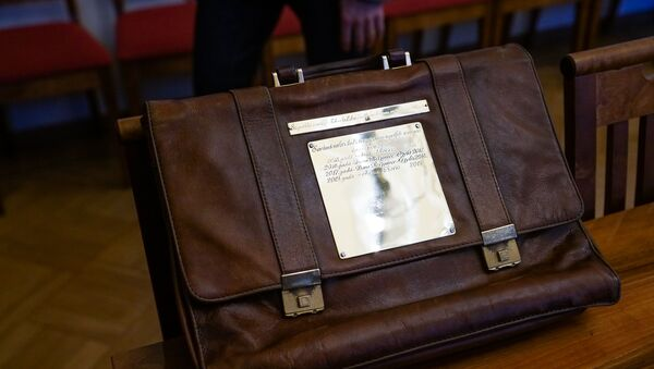 Портфель с бюджетом Латвии - Sputnik Latvija