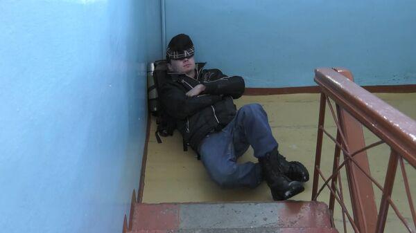 Бездомный блогер-сирота учит выживать на улице - видео - Sputnik Латвия