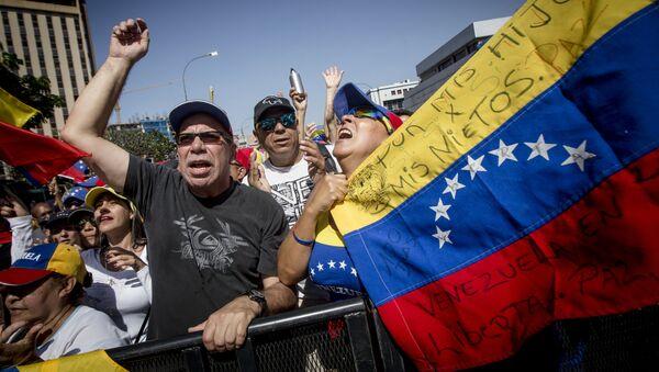 Митинг сторонников провозгласившего себя временным президентом страны лидера оппозиции Хуана Гуаидо в Каракасе - Sputnik Latvija