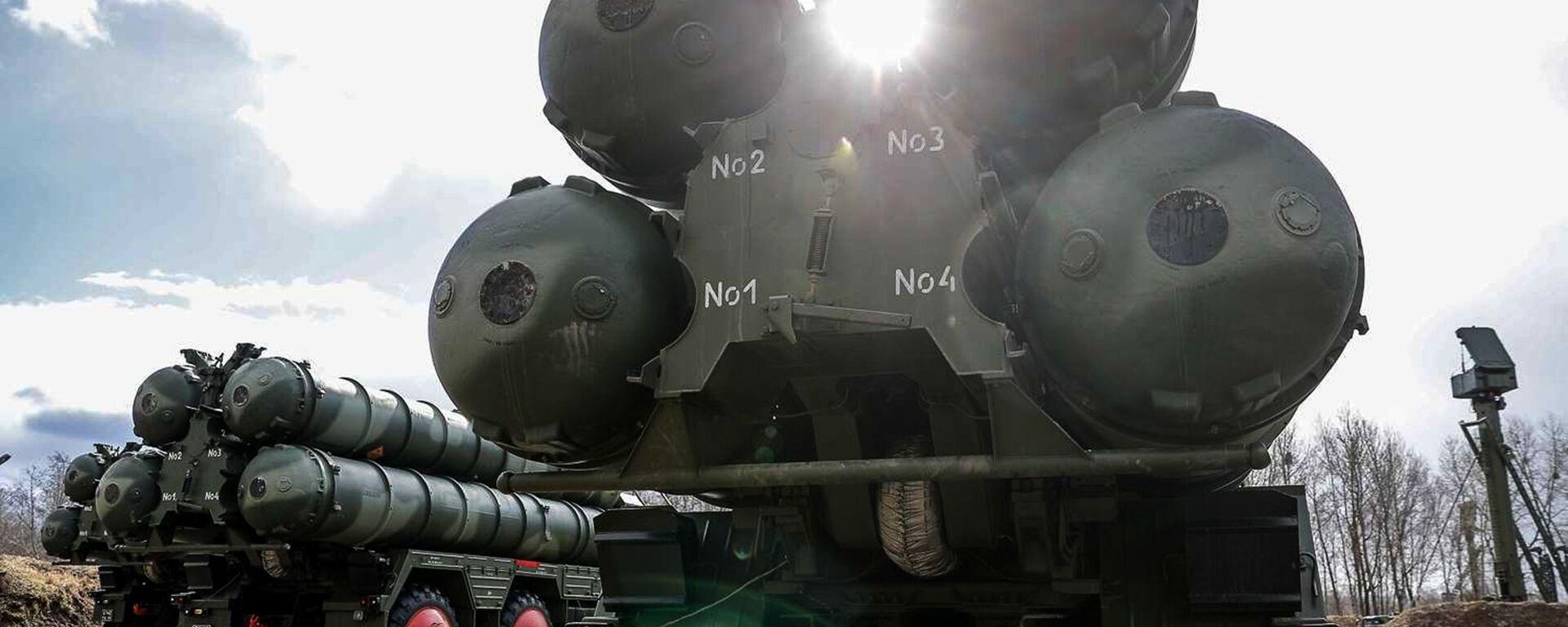 Новые расчеты С-400 заступили на первое боевое дежурство в Калининградской области - Sputnik Латвия, 1920, 17.06.2021