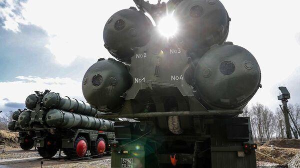 Новые расчеты С-400 заступили на первое боевое дежурство в Калининградской области - Sputnik Латвия