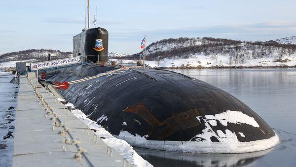 Атомная подводная лодка К-535 Юрий Долгорукий на причале в Гаджиево - Sputnik Latvija