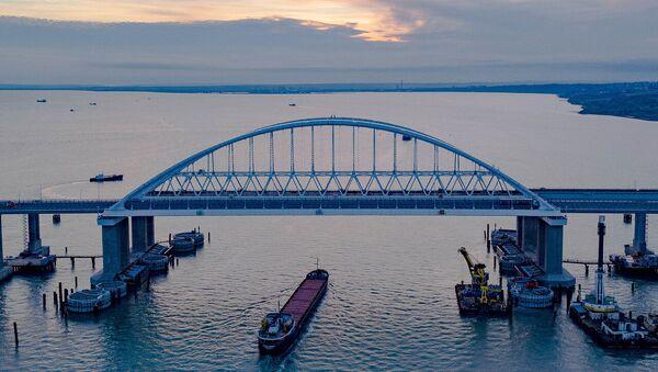 Крымский мост через Керченский пролив - Sputnik Латвия