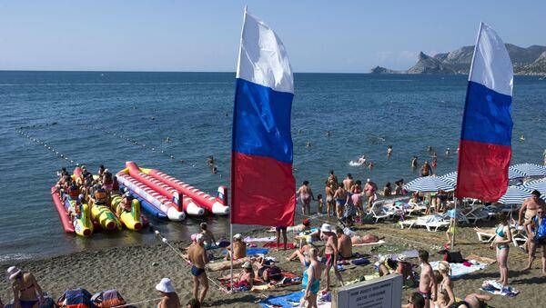 На пляже в Судаке - Sputnik Латвия