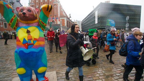 Участники экологического марша Fridays For Future Latvia в Риге - Sputnik Латвия