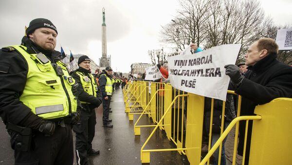 Антифашисты. Шествие легионеров в Риге 16 марта 2019 - Sputnik Латвия