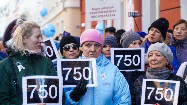 Акция протеста Латвийского профсоюза работников образования и науки с требованием выполнения ранее утвержденного графика повышения зарплат - Sputnik Латвия