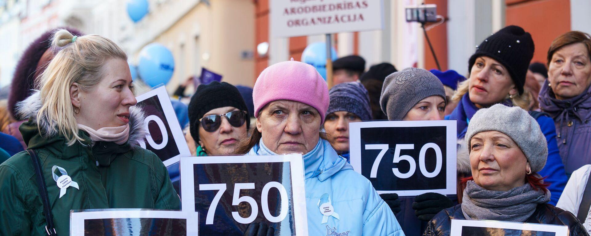 Акция протеста Латвийского профсоюза работников образования и науки с требованием выполнения ранее утвержденного графика повышения зарплат - Sputnik Латвия, 1920, 27.08.2020