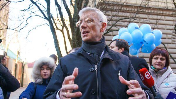 Премьер Кришьянис Кариньш на акции протеста Латвийского профсоюза работников образования и науки - Sputnik Латвия