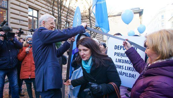Премьер Кришьянис Кариньш пропускает главу профсоюза Ингу Ванагу для переговоров - Sputnik Латвия