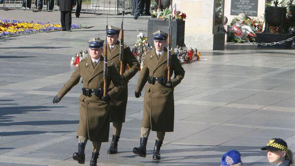 Почетный караул на площади Пилсудского в Варшаве - Sputnik Латвия