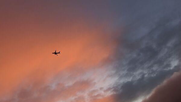 Силуэт самолета А320 на закате - Sputnik Латвия