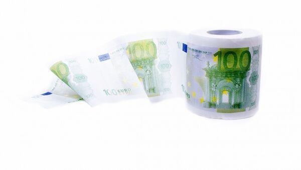 Туалетная бумага с рисунком денежных купюр - Sputnik Латвия